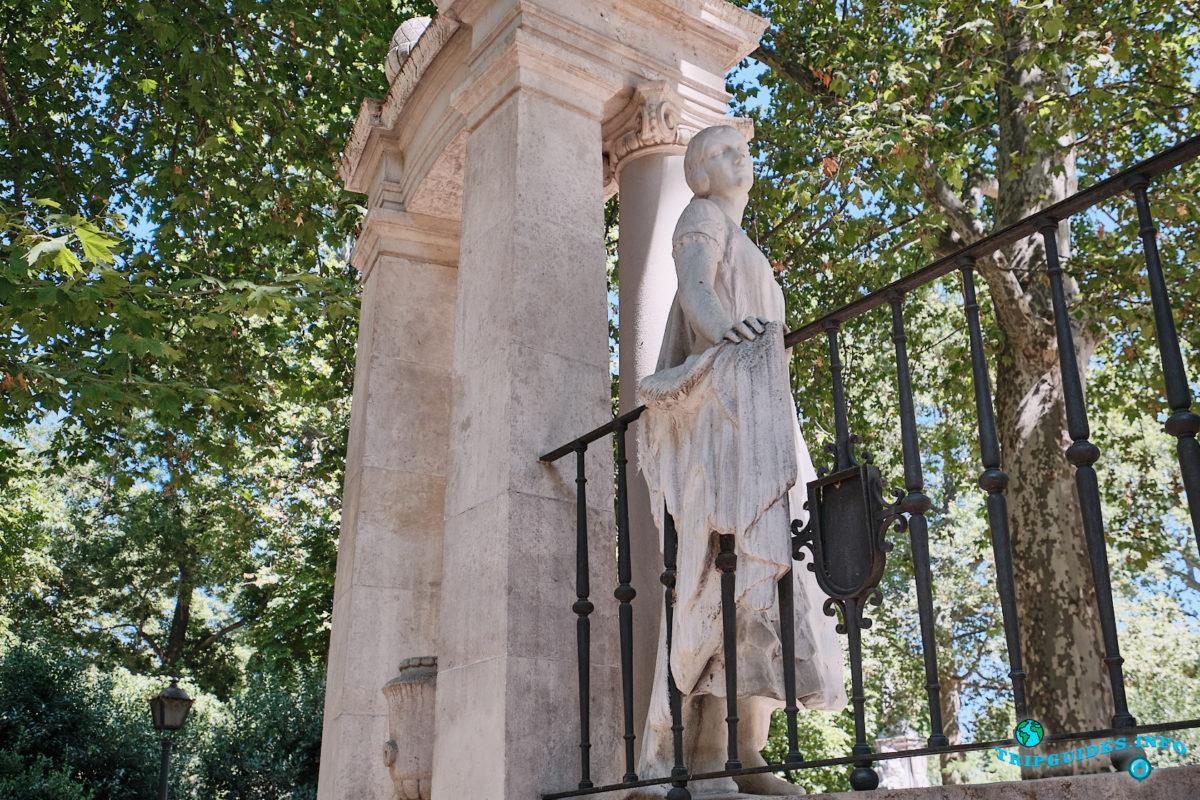 Памятник Серафину и Хоакину Альваресу Кинтеро - Парк Буэн-Ретиро в Мадриде - Испания (Parque del Buen Retiro)