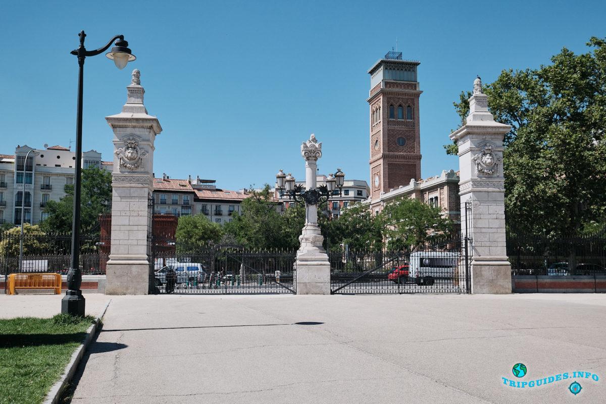 Ворота Puerta de Madrid - Парк Буэн-Ретиро в Мадриде - Испания (Parque del Buen Retiro)