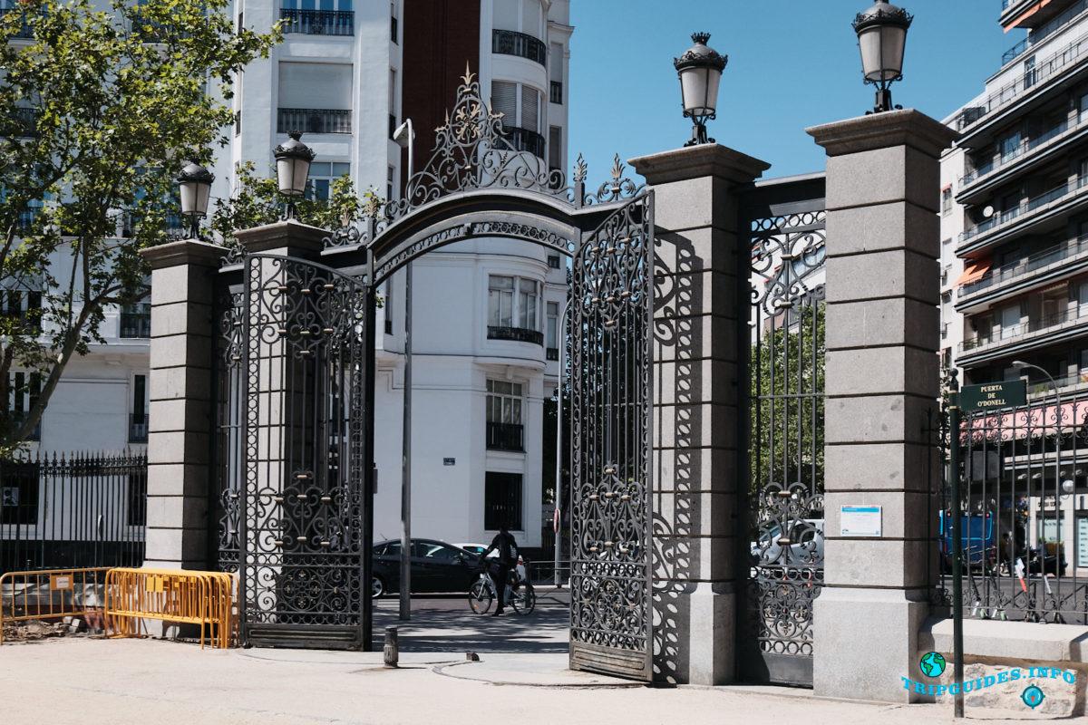 Ворота Puerta de O'Donnell - Парк Буэн-Ретиро в Мадриде - Испания (Parque del Buen Retiro)