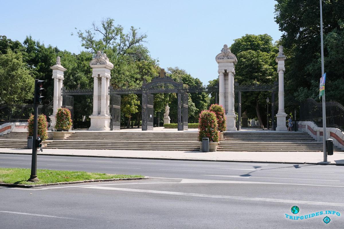 Ворота Puerta de España - Парк Буэн-Ретиро в Мадриде - Испания (Parque del Buen Retiro)