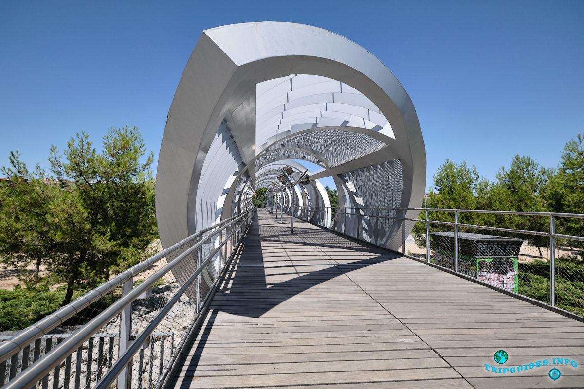 Мост Аргансуэла - Парк Мадрид-Рио в Мадриде - столица Испании