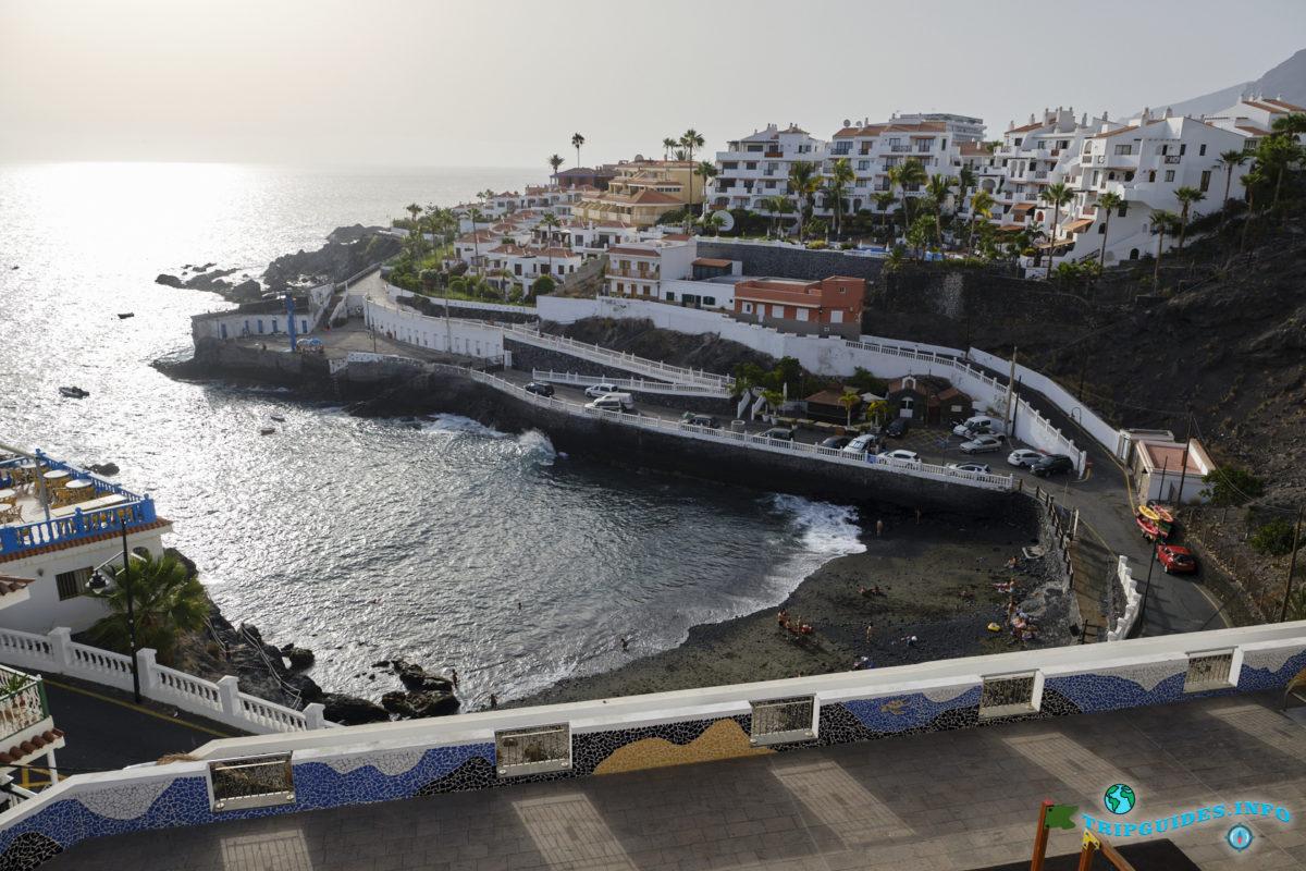 Пляж Плайя-де-Сантьяго в Пуэрто-де-Сантьяго Тенерифе - Канарские острова, Испания - Puerto de Santiago
