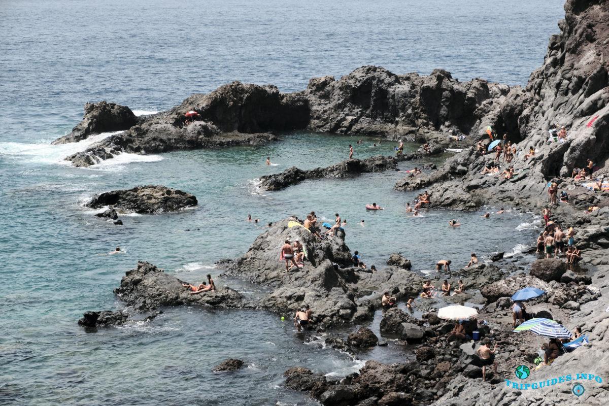 Природный бассейн Чарко-дель-Танкон в Пуэрто-де-Сантьяго Тенерифе - Канарские острова, Испания - Puerto de Santiago