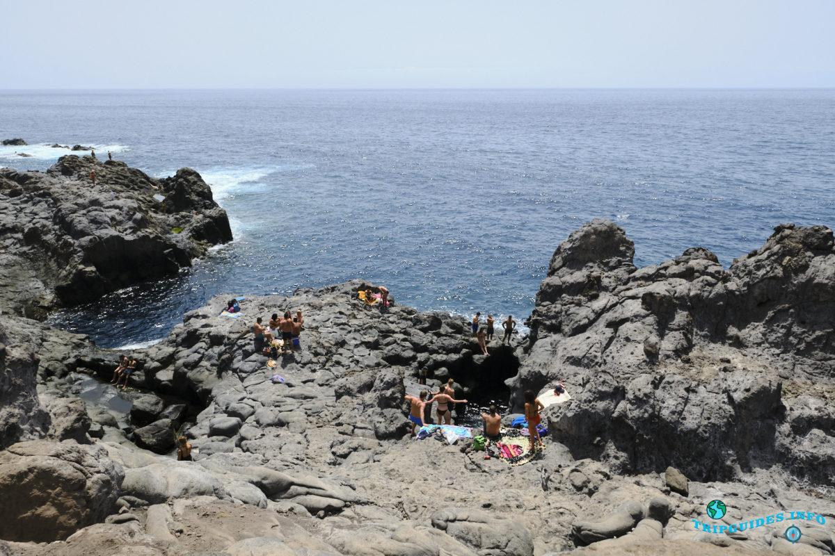 Морская пещера Куэва-дель-Танкон в Пуэрто-де-Сантьяго Тенерифе - Канарские острова, Испания - Puerto de Santiago