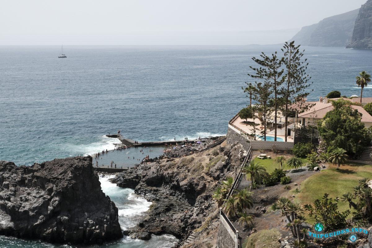 Природный бассейн Чарко-де-ла-Исла-Конгрехо в Пуэрто-де-Сантьяго Тенерифе - Канарские острова, Испания - Puerto de Santiago