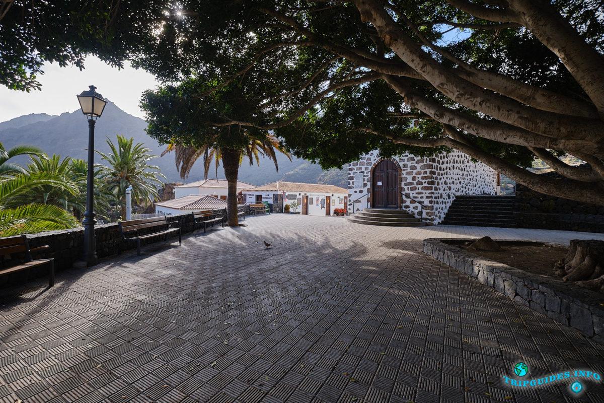 Главная площадь Маска (Plaza de Masca) в деревне Маска на Тенерифе (Канарские острова, Испания)