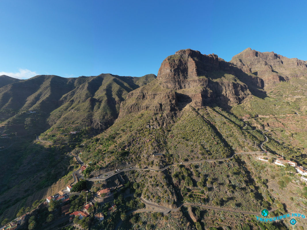 Скала Таручо в ущелье и деревне Маска на Тенерифе (Канарские острова, Испания)