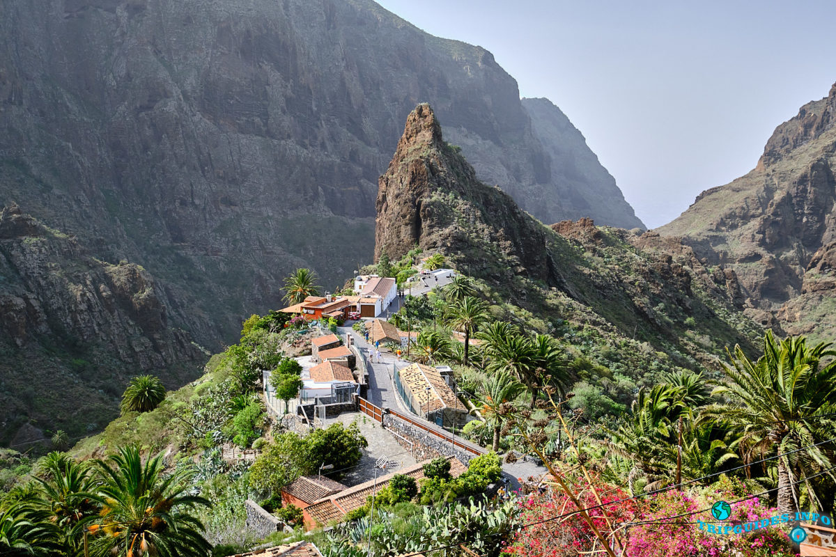 Скала Катано в ущелье и деревне Маска на Тенерифе (Канарские острова, Испания)