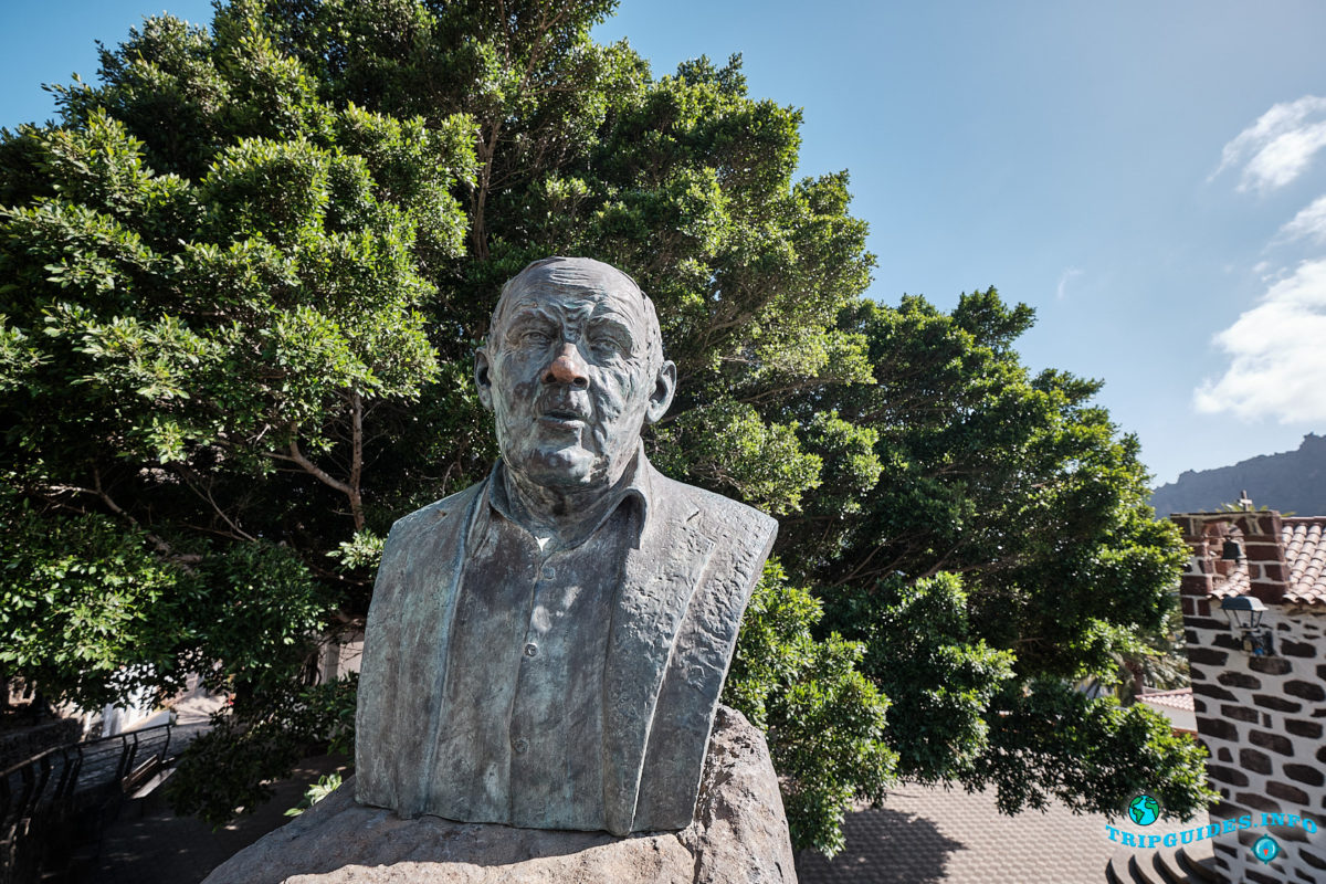 Памятник D. Jose Perez Gonzalez в деревне Маска на Тенерифе (Канарские острова, Испания)