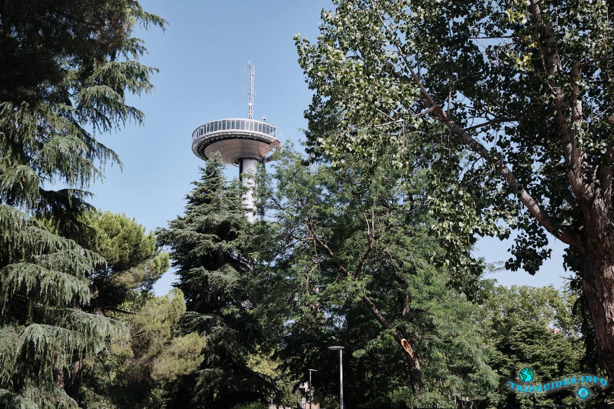 Башня или маяк Монклоа в Мадриде, столица Испании - Faro de Moncloa