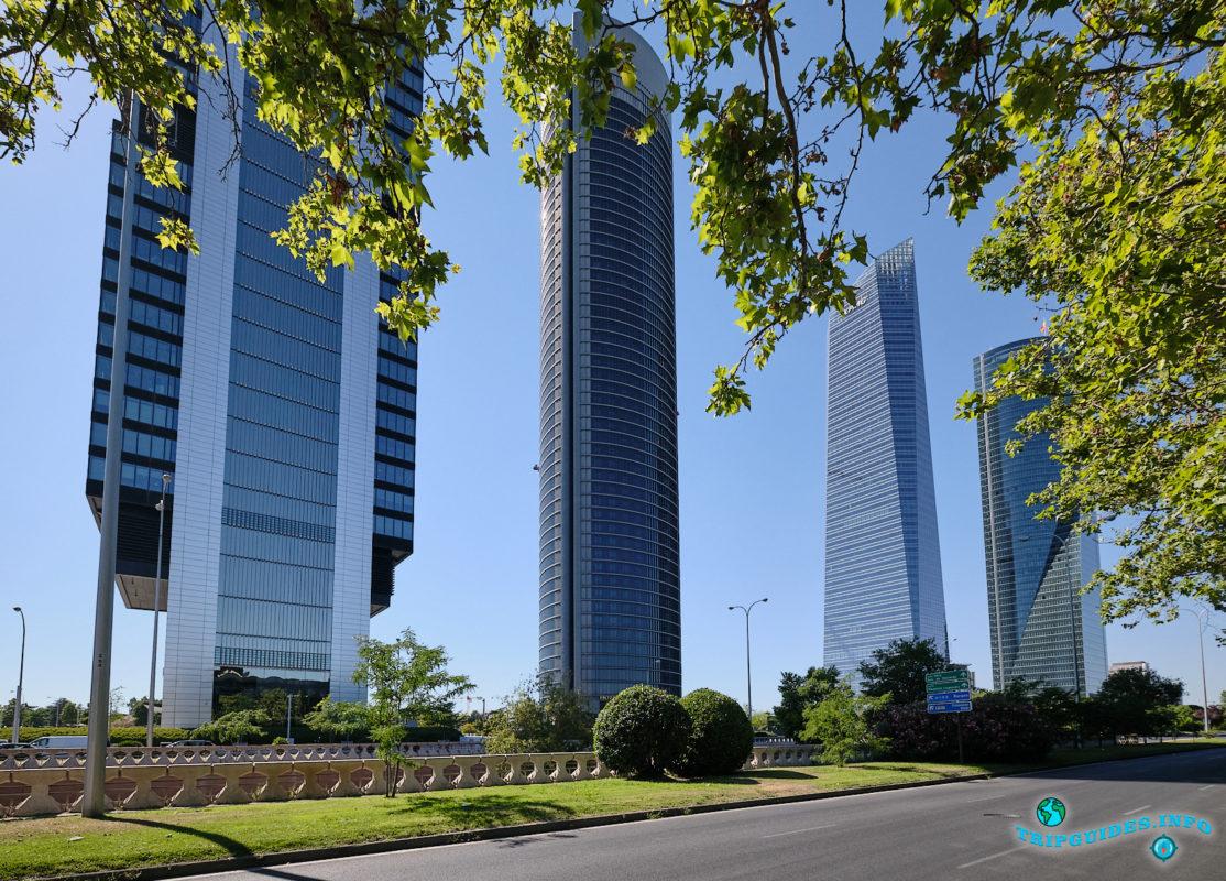 Деловой центр Четыре Башни (Куатро-Торрес) в Мадриде, столице Испании - Cuatro Torres