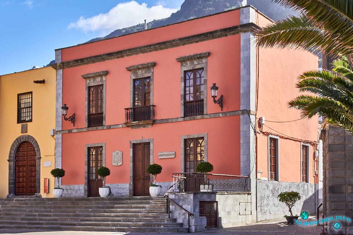 Дом Ратуши (Мэрия) в городе Гарачико на севере острова Тенерифе (Канарские острова, Испания)