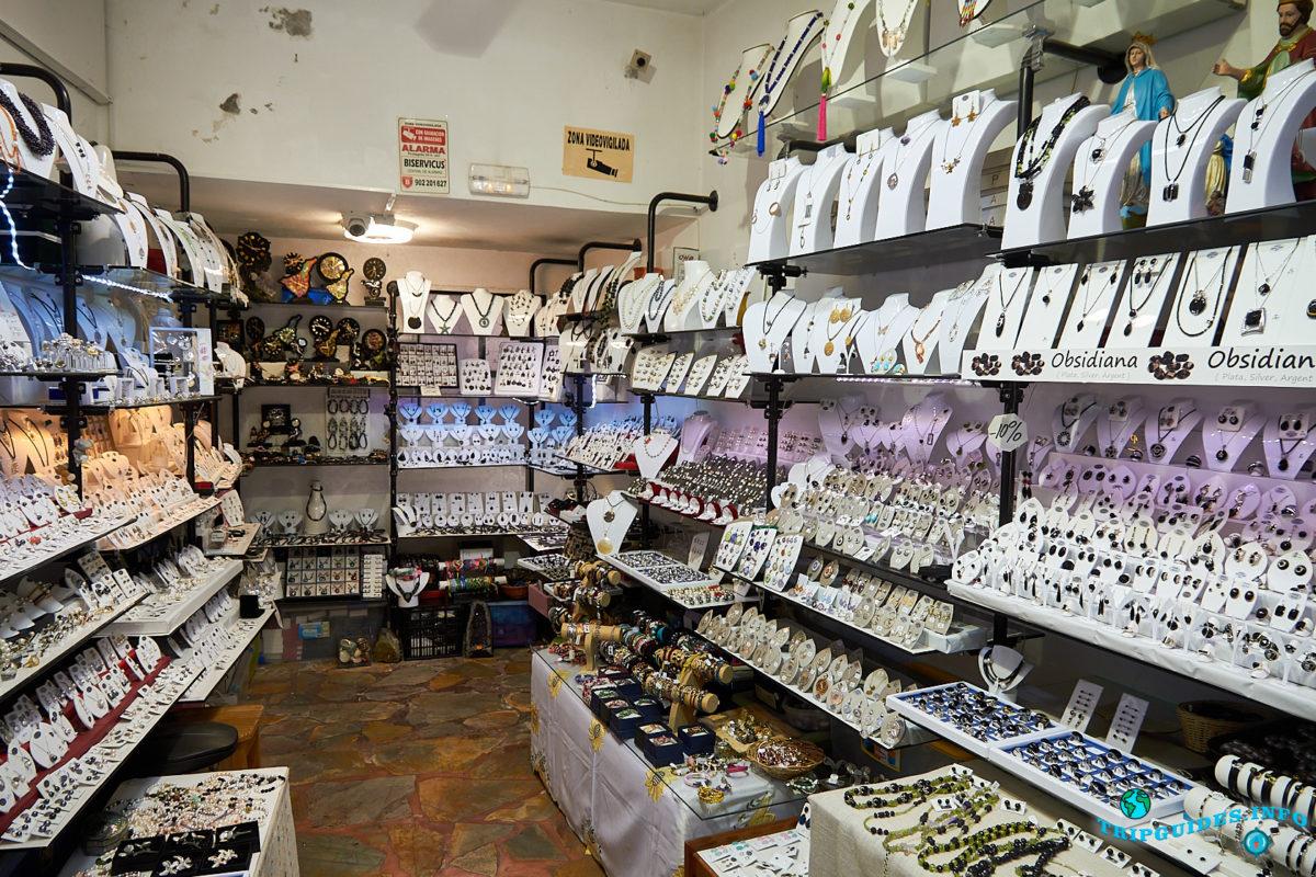 Магазин сувениров Ла-Фуэнте (La Fuente) в деревне Маска на Тенерифе