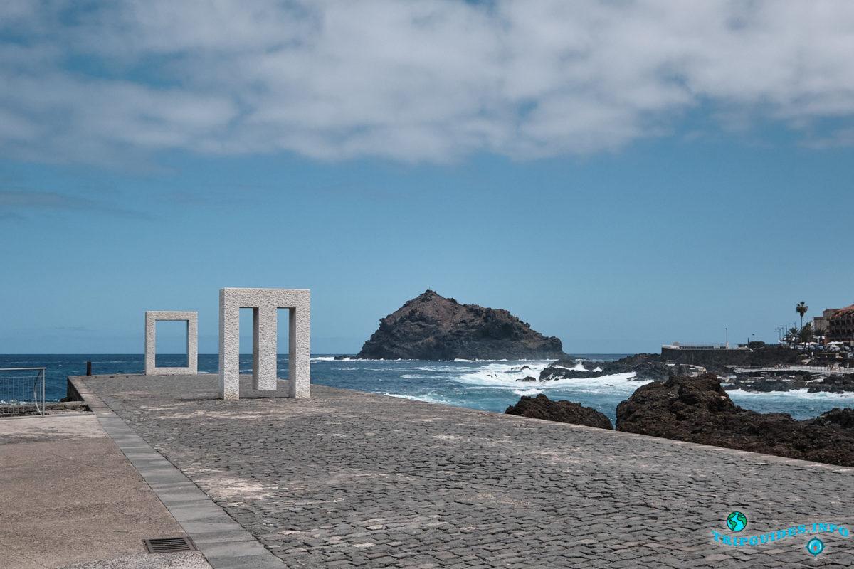 Композиция «Дверь без двери» в городе Гарачико на севере острова Тенерифе (Канарские острова, Испания)