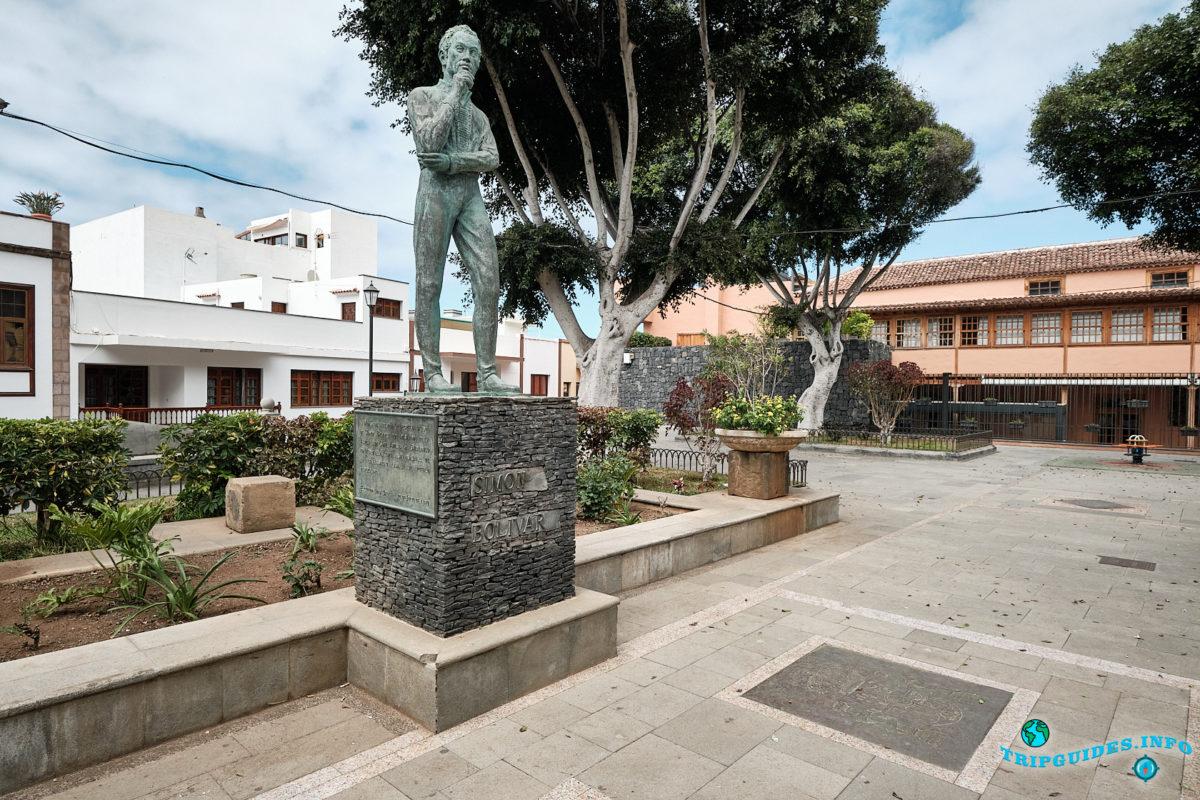 Памятник Симону Боливару в городе Гарачико на севере острова Тенерифе (Канарские острова, Испания)