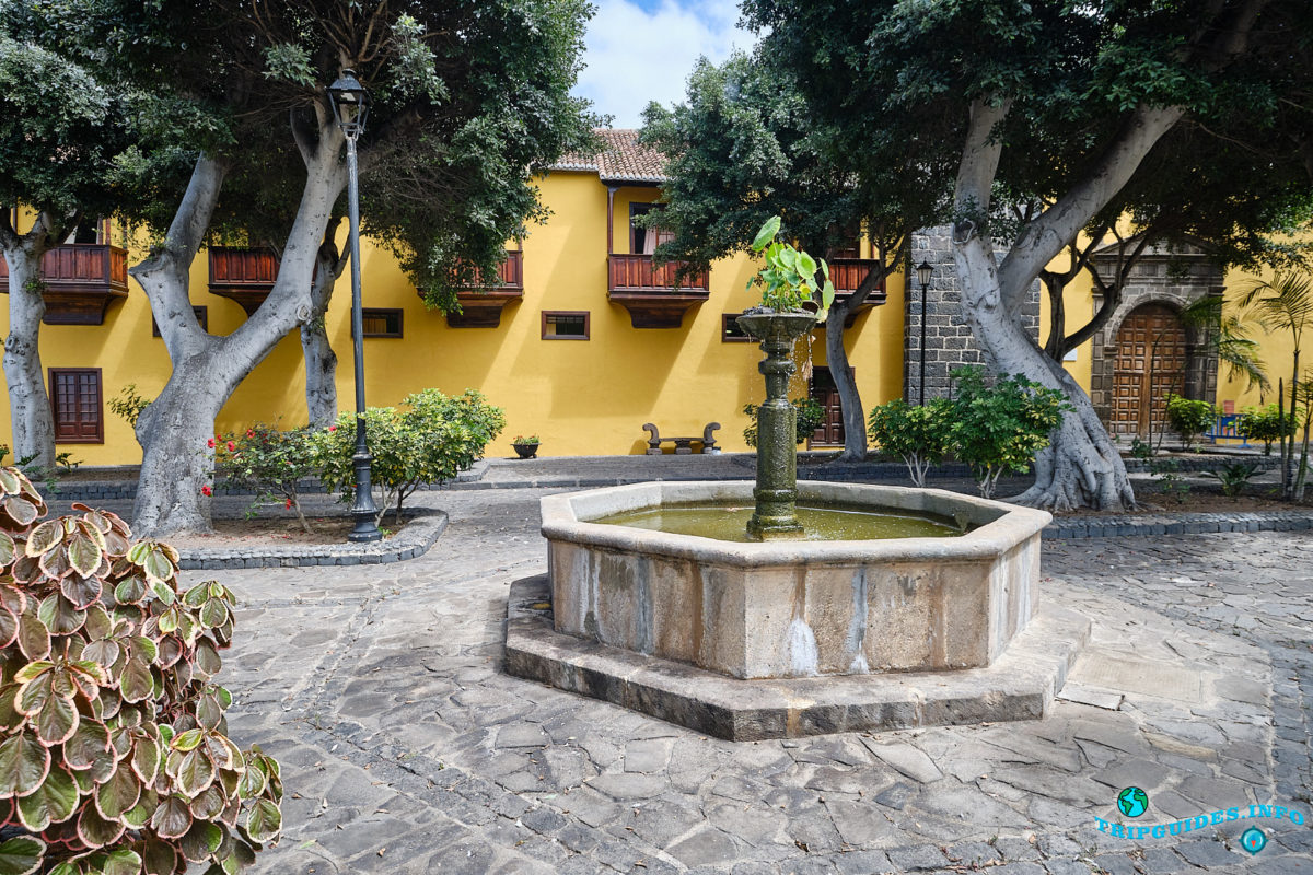 Площадь Санто-Доминго (Plaza de Santo Domingo) в городе Гарачико на севере острова Тенерифе (Канарские острова, Испания)