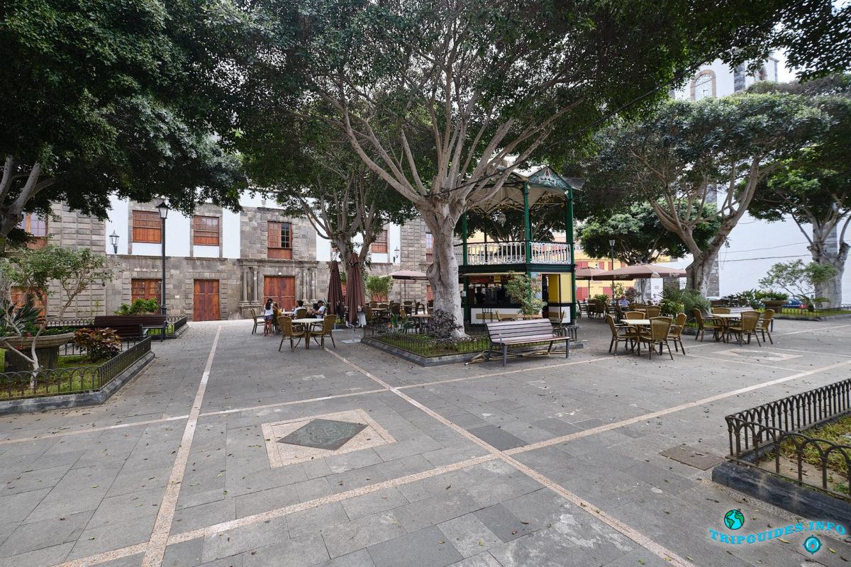 Площадь Свободы (Plaza de Libertad) в городе Гарачико на севере острова Тенерифе (Канарские острова, Испания)