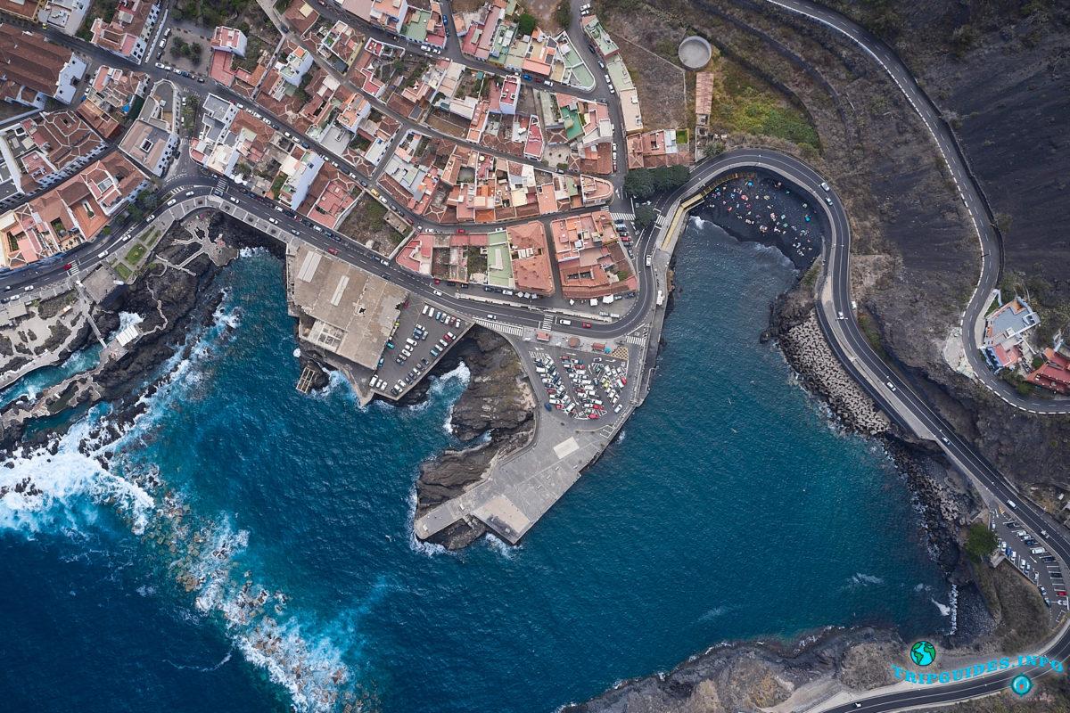 Пляж - Плайя-де-Гарачико в городе Гарачико на севере Тенерифе (Канарские острова, Испания)