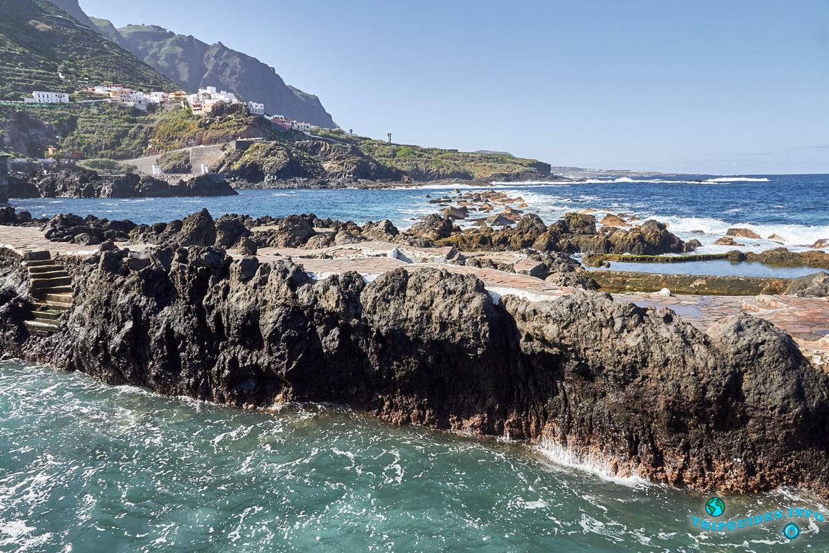 Природные вулканические бассейны Эль-Калетон в городе Гарачико на севере острова Тенерифе (Канарские острова, Испания)