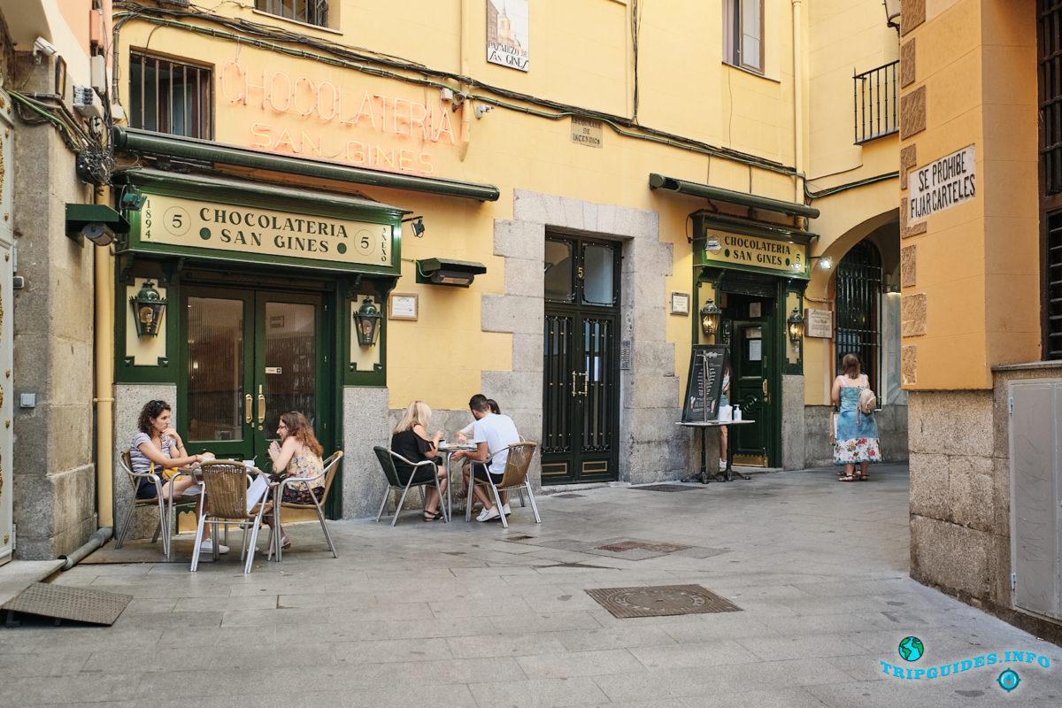 Шоколадное кафе Сан-Гинес в Мадриде, столица Испании - Chocolatería San Ginés