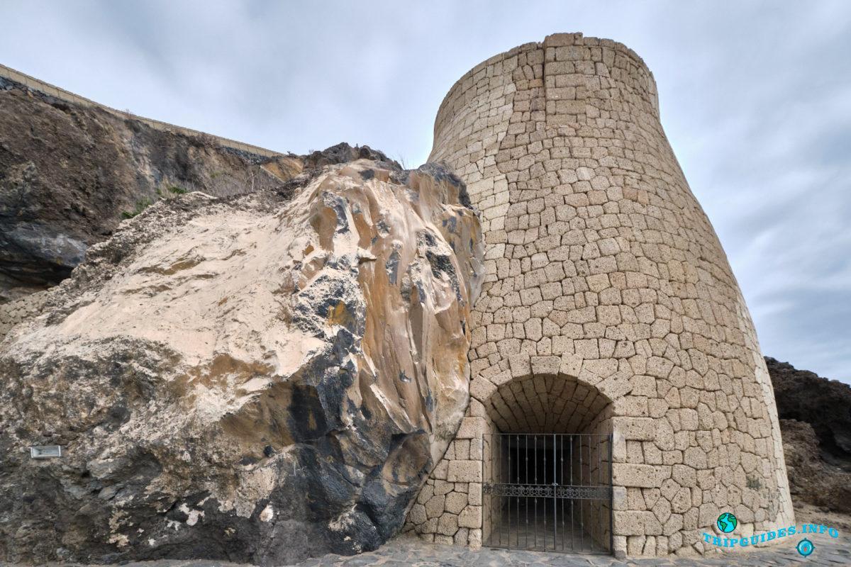 Древняя печь по обжигу извести Horno de la Cal в Плайя-Сан-Хуан на Тенерифе - Канарские острова, Испания