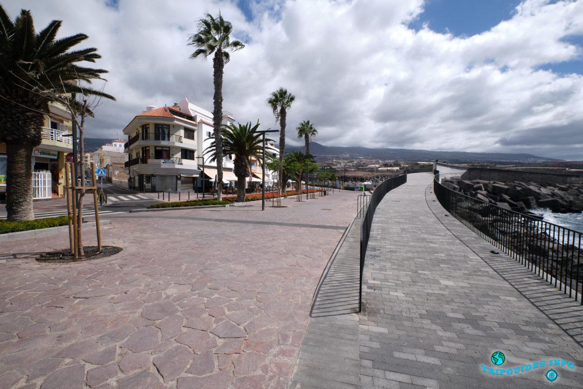 Прогулочная аллея в Плайя-Сан-Хуан на Тенерифе - Канарские острова, Испания