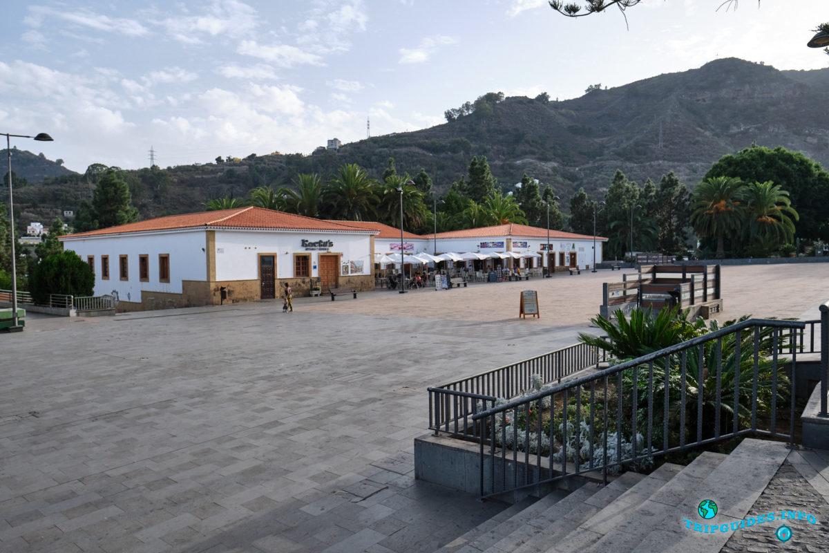 Plaza de Sintes - Площадь Пласа-де-Синтес в городе Терор на Гран-Канарии