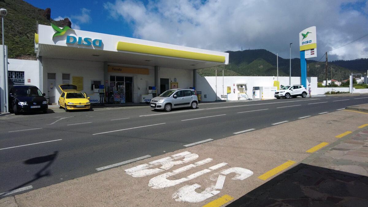 Автозаправка в Сантьяго-дель-Тейде на Тенерифе - Испания