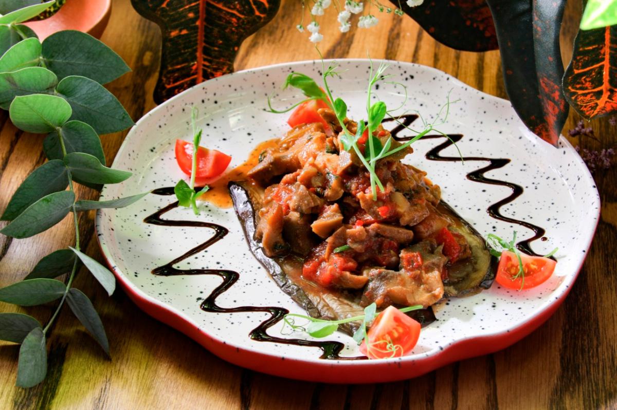 Блюда ресторана «Зарбазан» в Геленджике, Россия