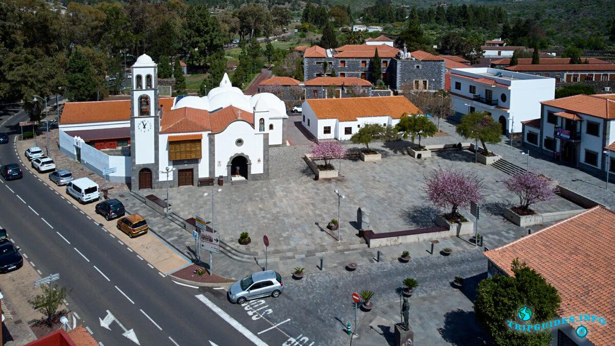 Главная площадь в Сантьяго-дель-Тейде - Цветение миндаля весной
