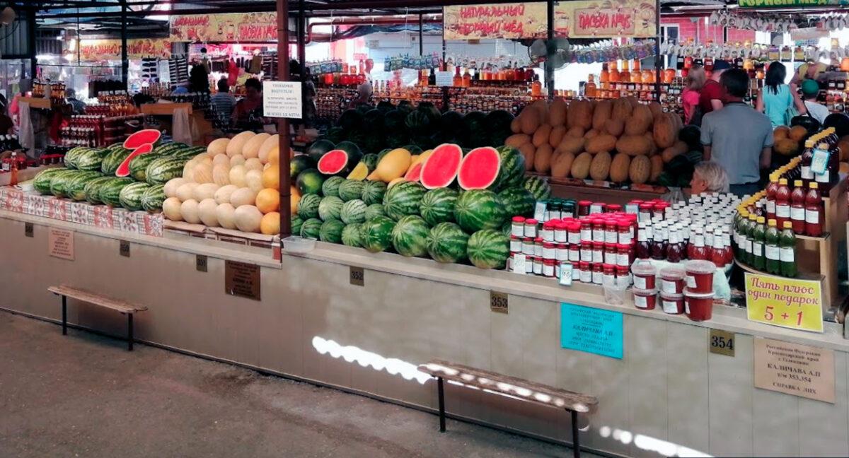 Овощи и фрукты на Центральном рынке в Геленджике