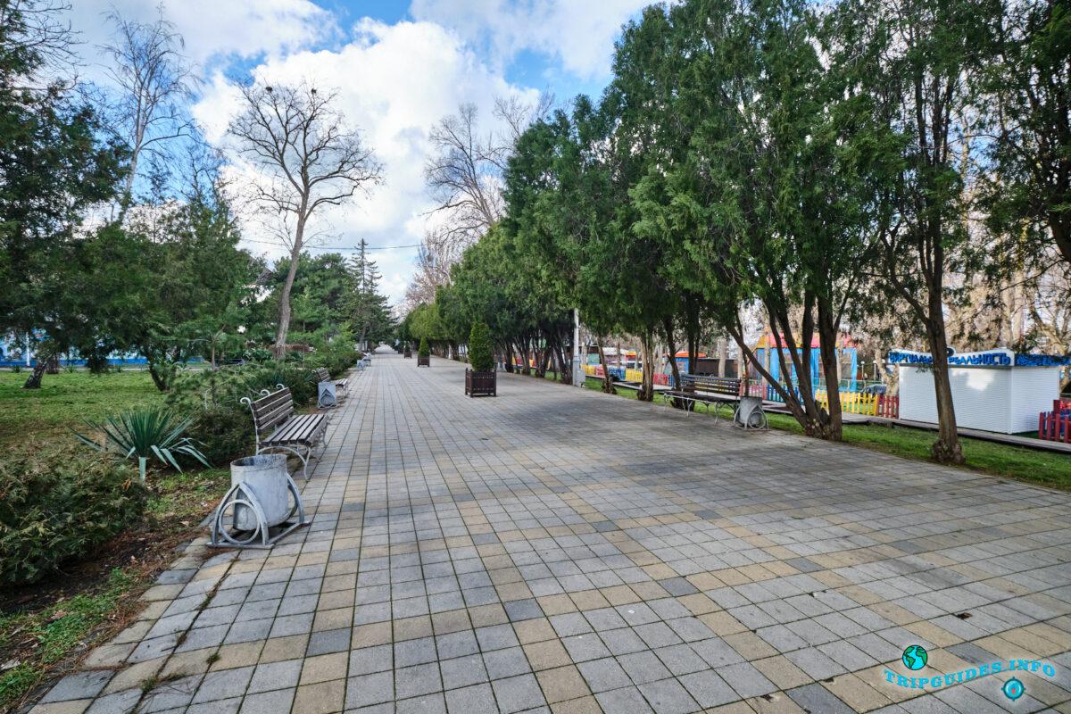 Парк имени 30-летия Победы в городе Анапа - Краснодарский край, Россия