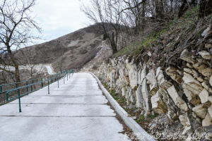 Бетонная дорога к кресту и смотровой площадки - Парк Олимп в Геленджике