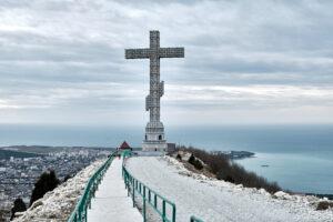 Вид на крест - Парк Олимп в Геленджике