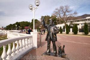 Лермонтовский бульвар - Скульптура Старый маячник - Набережная Геленджика