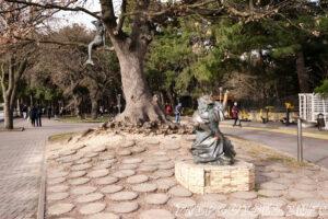 Жанровая скульптура Кот учёный - Набережная в Геленджике