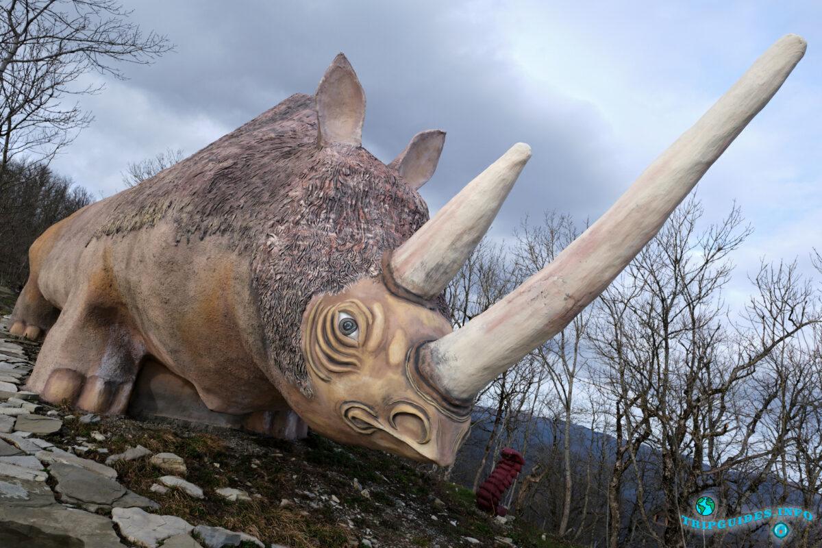 Парк Юрского периода в Сафари-парк Геленджик - фото в полном объеме вместе с рогом