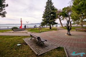 Скульптура «Ассоль и Алые паруса» в Геленджике (Краснодарский край, Россия)
