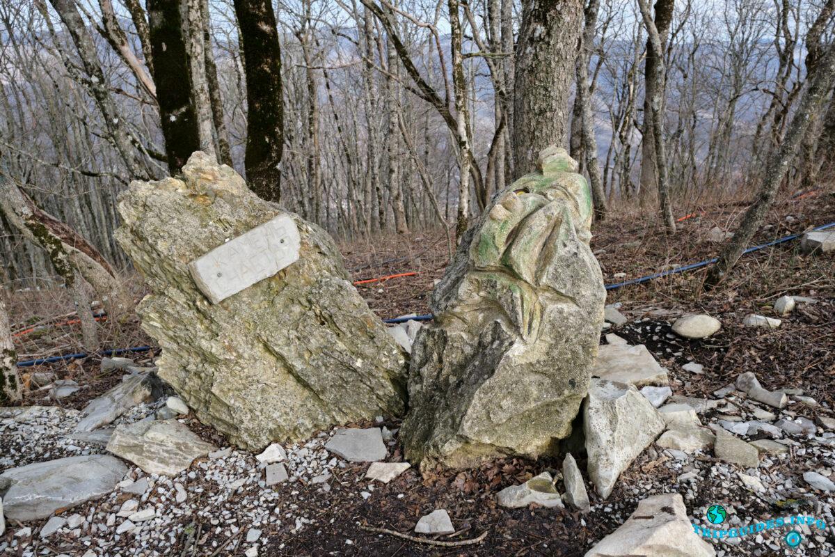 Камень счастья - Аллея сказок в Верхнем парке Сафари-парка Геленджик