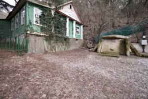 Территория у входа в Дом-музей Владимира Короленко
