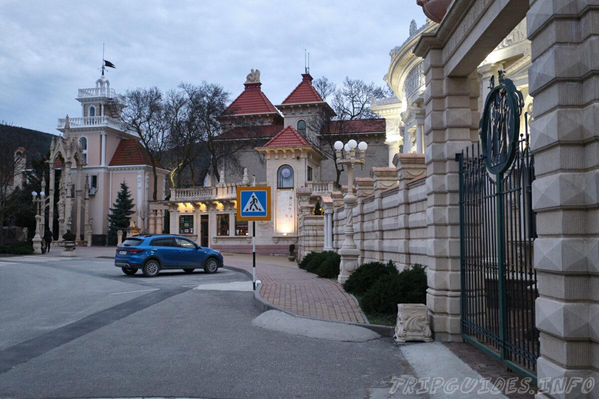 Вгавный вход и кассы - Старый парк в Кабардинке - Юг России