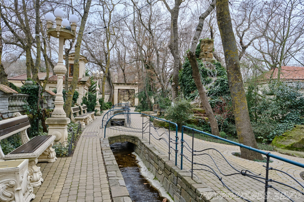 На территориии - Старый парк в Кабардинке