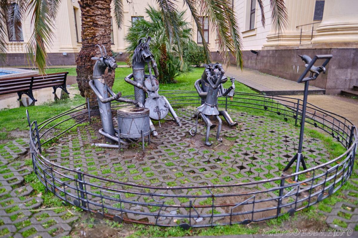 Сочинский художественный музей - Территория вокруг