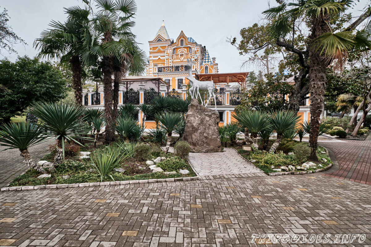 Дом основателя парка Василия Хлудова - вид сзади