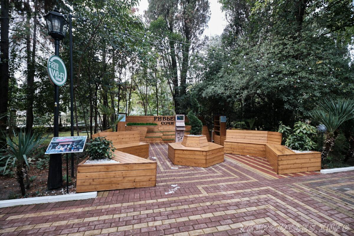 Парк Ривьера в Сочи - Станция подзарядки мобильных телефонов