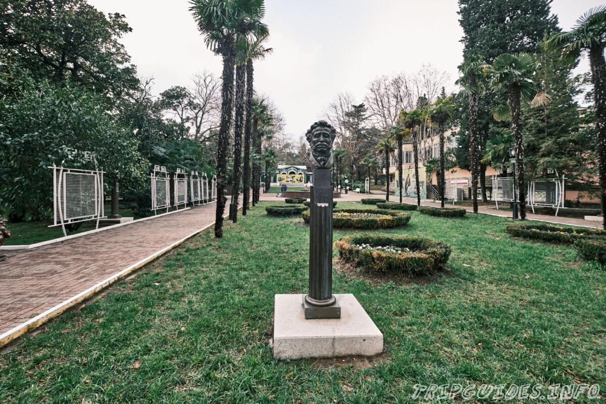 Памятник Пушкину - Парк Ривьера в Сочи