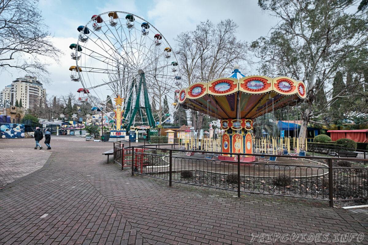 Карусели и Чертово колесо - Парк Ривьера в Сочи