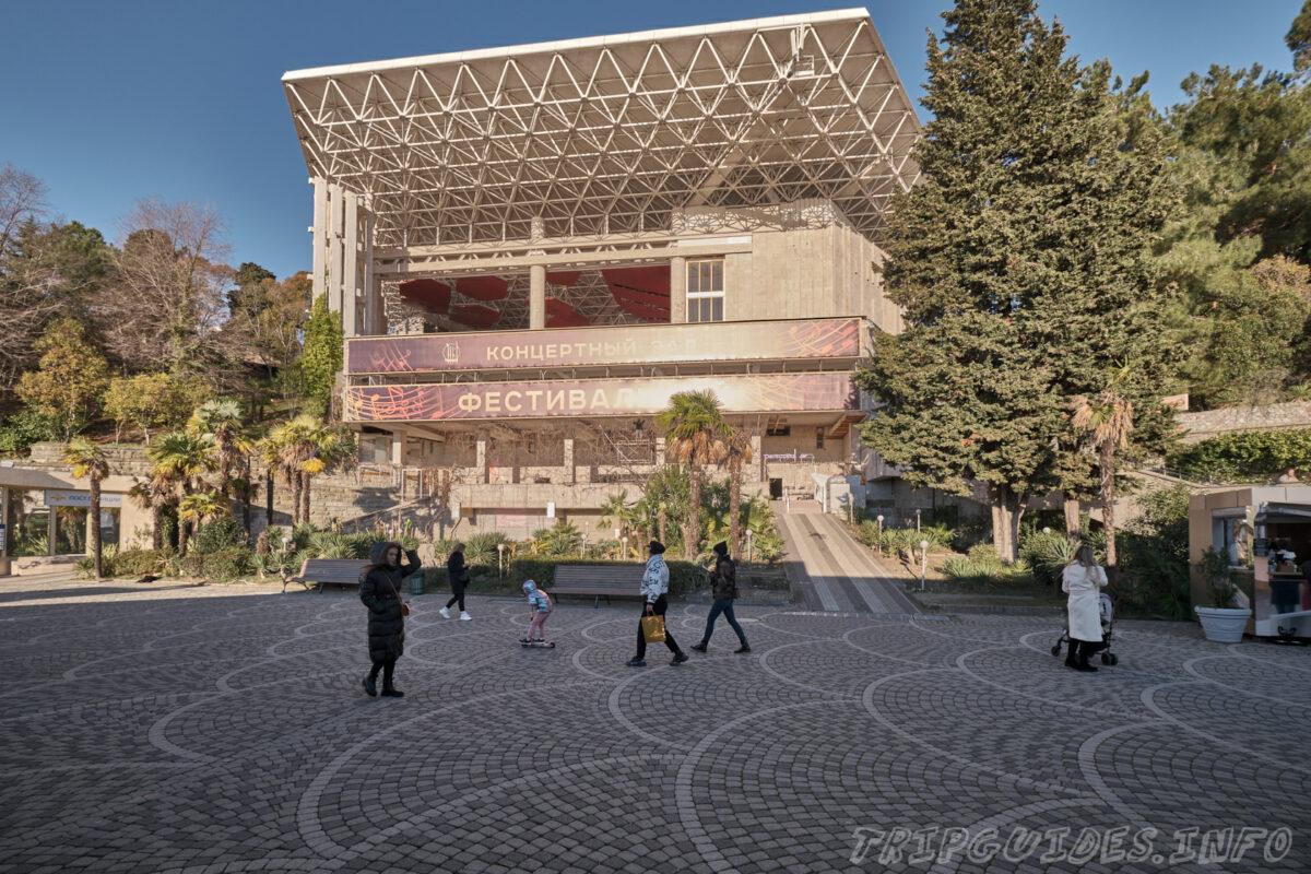 Приморская улица - Концертный зал Фестивальный - главная городская набережная города Сочи