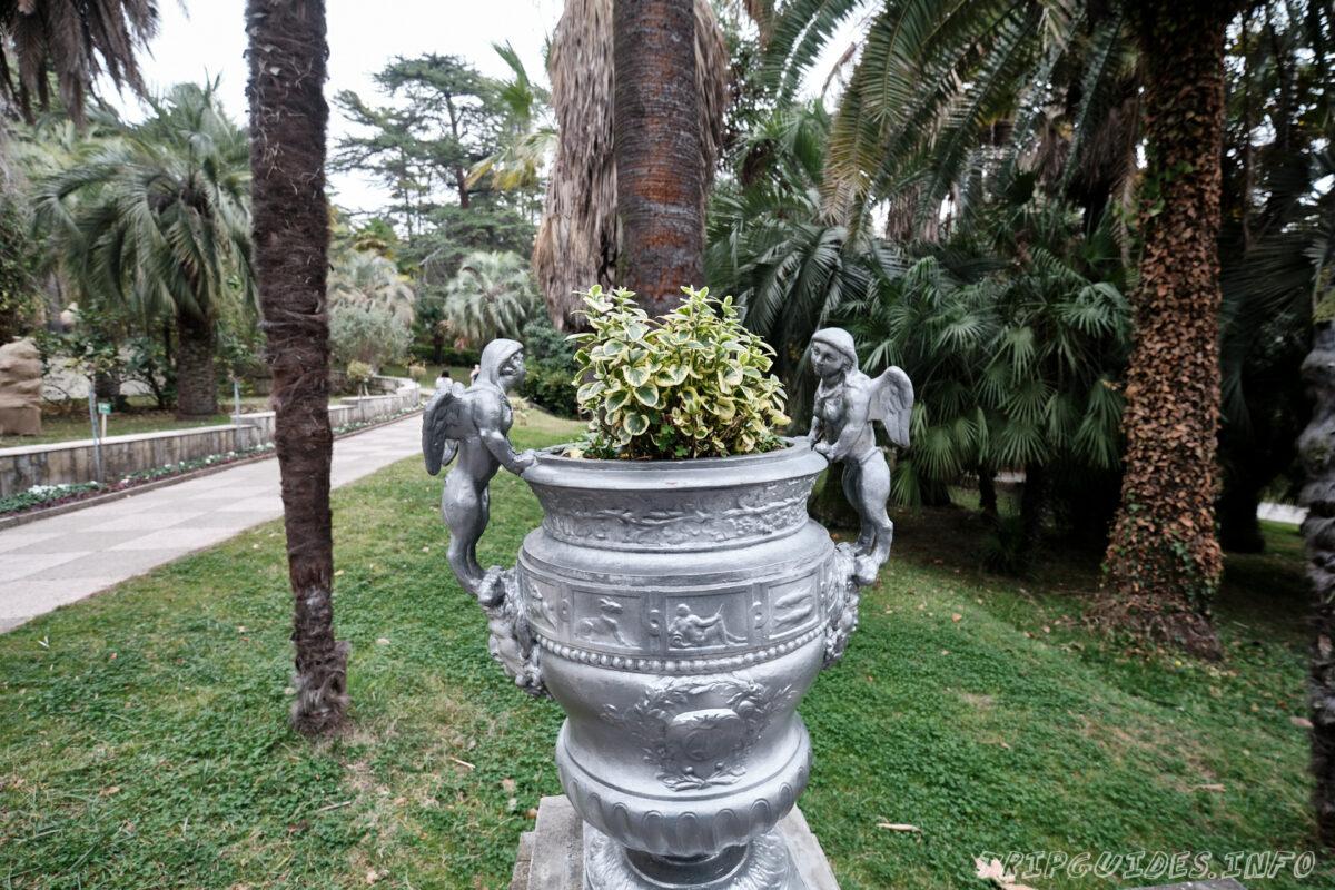 Сочинский дендрарий - скульптурки