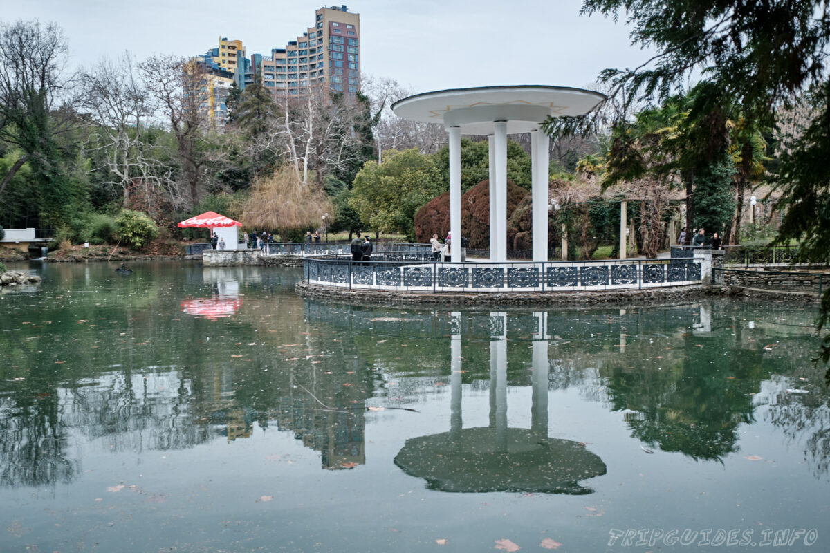 Сочинский дендрарий - нижний парк - беседка